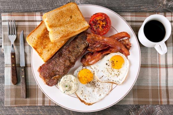 mangiare carne a colazione
